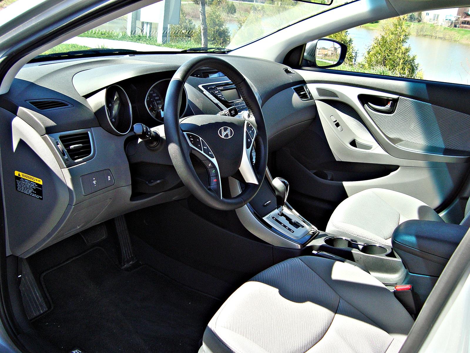 test drive 2011 hyundai elantraHyundai Elantra Interior Right Hand Drive #2