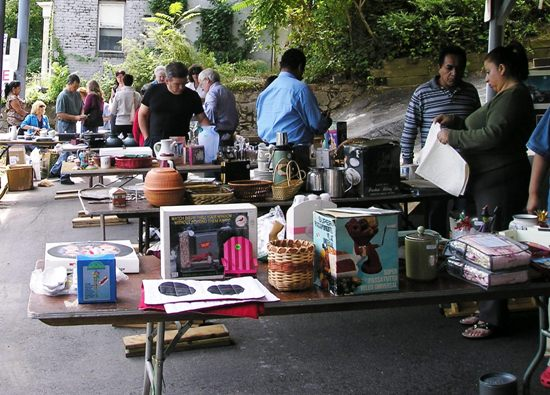 Yard Sale Tips for Buyers and Sellers: envirodad.com/yard-sale-tips-for-buyers-and-sellers